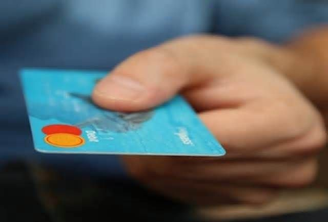 How to Choose the Best Travel Credit Card Once you've decided it's time to apply for a new credit card with travel benefits, how do you go about choosing the right one? Here's a quick breakdown on how to choose the best travel credit card: Determine your travel goals Choose the best credit ...