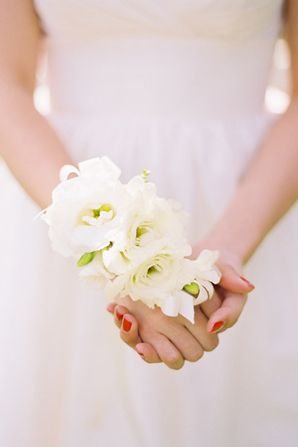 Praise Wedding » Wedding Inspiration and Planning » Creative Wrist Corsage