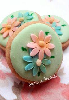 Flores para alegrar o seu dia Biscoito amanteigado decorado com glacê real e pasta americana