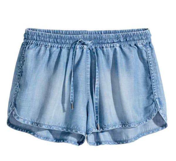 Bikini e moda mare bianco e blu estate 2017: il look per le vacanze in Grecia - shorts H&M