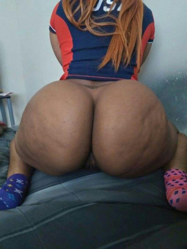 latin-booty-mamas-nude