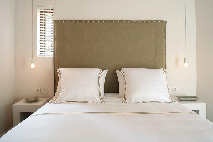 Una casa cerca del mar en la isla de la calma - Decorabien.com #dormitorio #matrimonio #habitación #casa #hogar #arquitectura #diseño de #interiores #menorca #casa en la #playa #vacacione