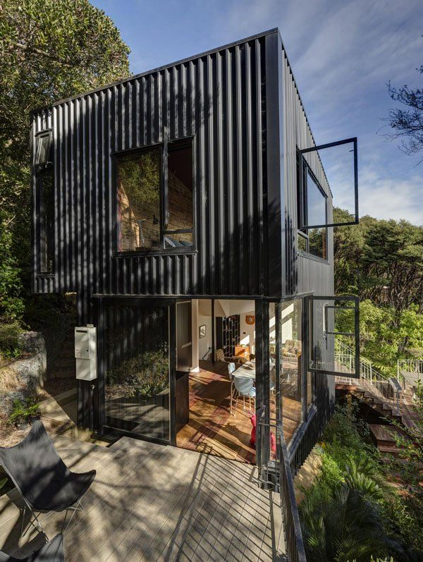 Spectacular Blackpool tree house on Waiheke Island