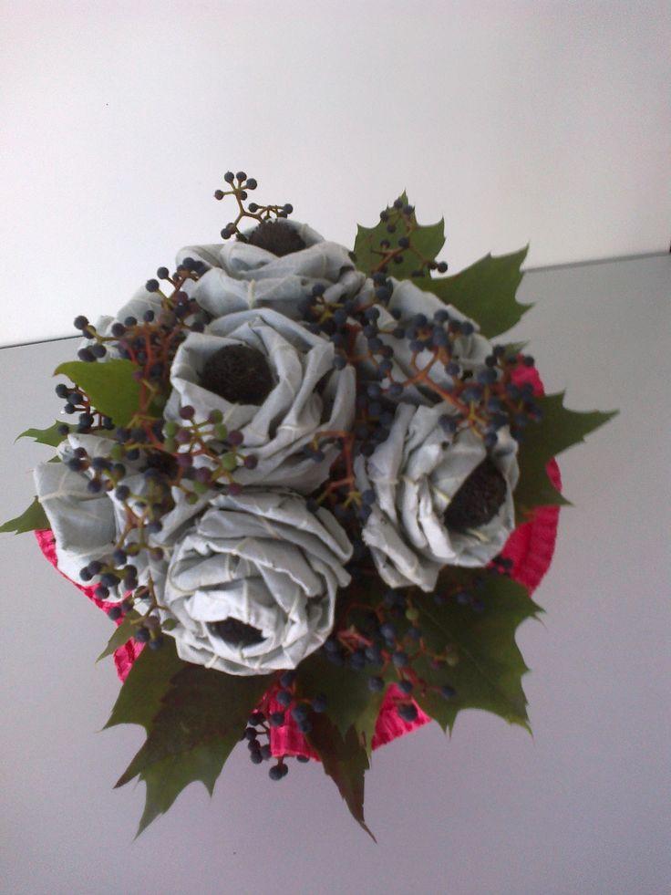 ..róże z liści pięknie pachną