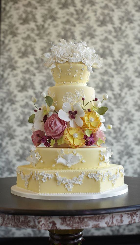 how much is a wedding cake usually i don t like the cake so much but the bottom 2 layers 15516