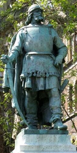 Szondy (Szondi) György Drégely várának hős kapitánya. A 2,8 m-es bronz szobrot Marton László 1958-ban készítette.