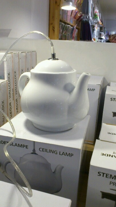 Lámpara de techo con forma de tetera, en Tiger.