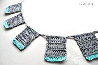 Crochet mini bunting / Gehaakte minislinger. Door Hip met Haken http://hipmethaken.blogspot.nl/2016/12/gehaakte-minislinger.html