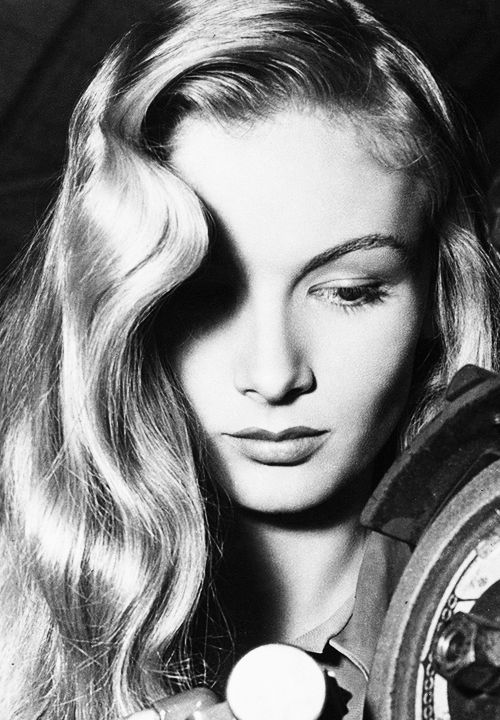 Veronica Lake, 1940s. (PIC 1) The composition of this photograph is something i would love to incorporate into my own photographs, especially how the S shape waves cast a shadow over her right eye, but the rest of her face and features are highlighted and bright.