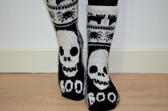 Ravelry: Halloween Skull Socks pattern by Fir Tree Knitwear