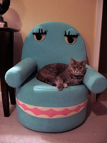 Omgah! Pee Wee's Playhouse cat-chair?! My living room needs this.