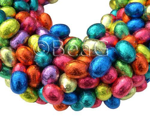 Chocolate Egg Wreath: Burlap Wreaths, Chocolates Candy, Easter Crafts, Chocolates Easter, Easter Eggs, Kran Gemaakt, Chocolad Paaseitj, Eggs Wreaths, Chocolates Eggs