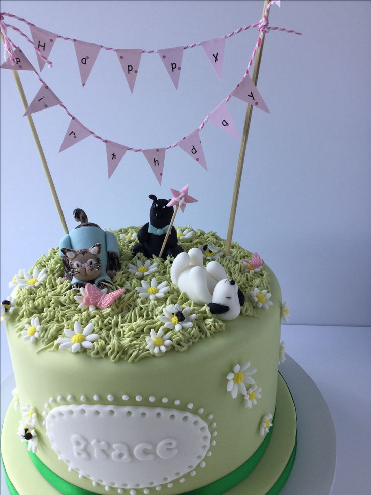 A sweet little cake for Grace with her favourite toys