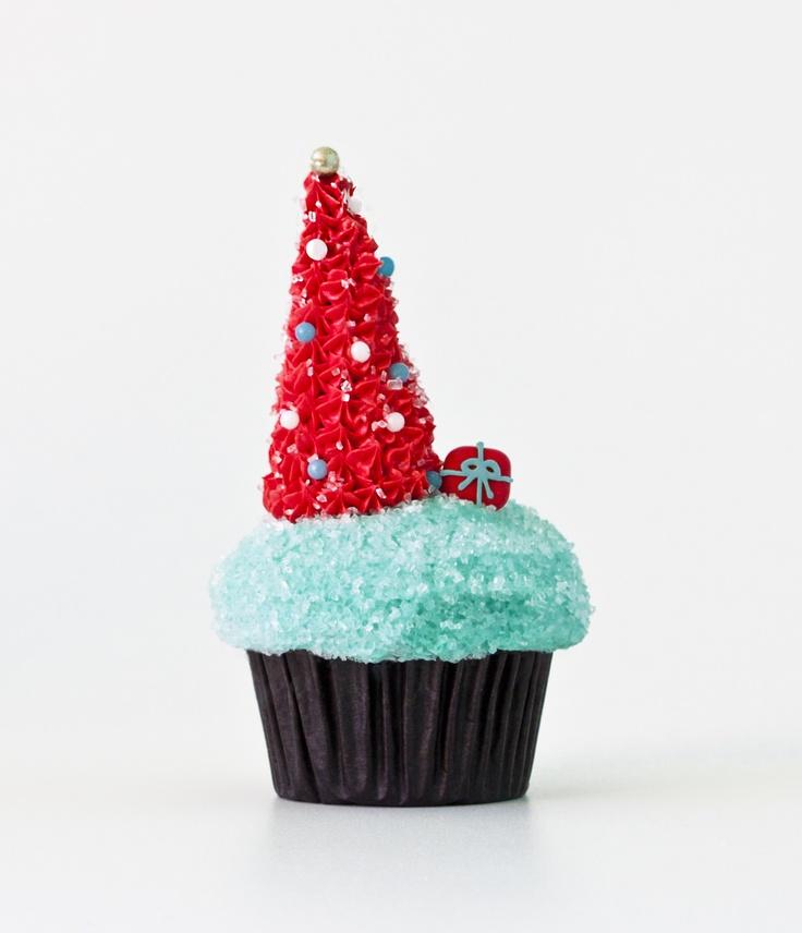 Retro Christmas Tree cupcake! #PartyPerfectCupcakes #ThePartyStartsHere #TrophyCupcakes