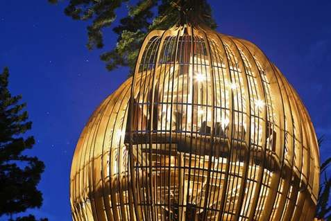 Caged Treehouse Restaurants - The Yellow Treehouse Opens its Doors in New Zealand (GALLERY)