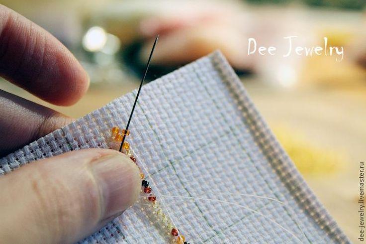 Сегодня мы с вами будем учиться вышивать бисером по канве на примере броши 'Осень, осень...'. Вышивка по канве - это совсем просто, а также быстро и увлекательно! :) И для этого нам понадобится: 1. Японский бисер Тохо размера 15, оттенки 10B, 83, 459, 457, 329 и 2. Если вы будете использовать другой бисер, то подберите оттенки сами, вам нужны будут цвета: темно-коричневый, желтый, оранжевый, красный, зеленый чайный, желто-коричневый. 2.