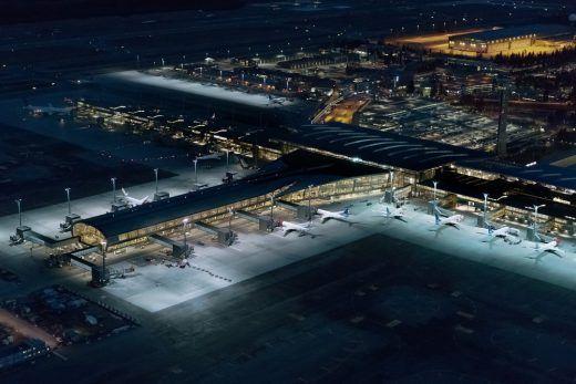 Самый экологичный терминал в мире открывается в аэропорту Осло. Наиболее заметной мерой экономии энергии является сбор и хранение в аэропорту снега для повторного использования в качестве хладагента в течение лета, а также новое светодиодное освещение. #освещение #светодиодноеосвещение #освещениеаэродрома #освещениеваэропортах #освещениедляаэропорта #освещениедляаэропортов #освещениеперронааэропорта #освещениетерминалааэропорта #светильникидляаэропорта #прожекторадляаэропорта…