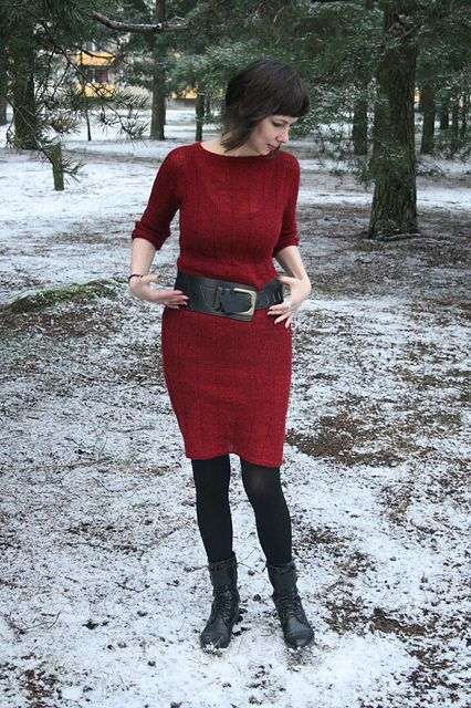 It is a simple top down construction with kimono sleeves. You can make a dress or a sweater. You can try this construction in different yarns. The stitch pattern is a simple alternation of knit and purl stitches and can be easily modified.