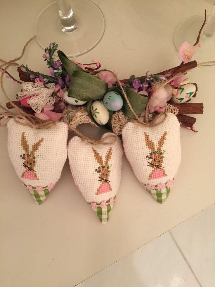 Cuoricini punto croce realizzati per le mie amiche happy Easter 🐣