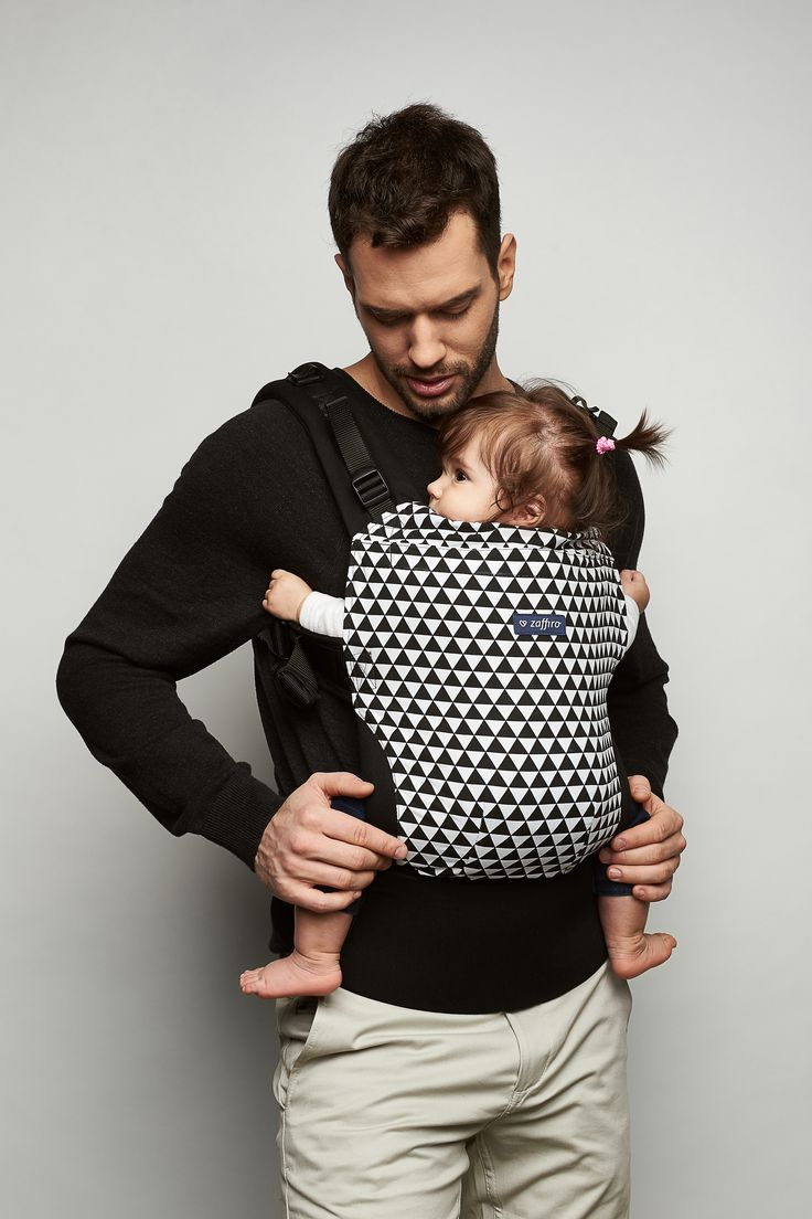 Ergonomic baby carriers are a fine option for parents who are aware how significant being close to the baby, touching the little one and paying attention are as regards the development of the child. Designed with care as regards every detail, it provides the child with safety and anatomically correct position.