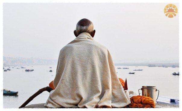 """""""Дыхание на санскрите называется свара. Есть такая наука, называется свара йога. С помощью дыхания вы можете даже предсказывать настоящее, прошлое и будущее. С помощью дыхания вы можете контролировать процесс кармы."""""""