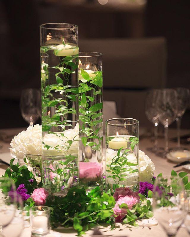 *10 テーブル装花、木の卓以外はこちらです。 高さ違いのシリンダー3本と、キャンドル✨ お花は木の卓と同じで、白い紫陽花と紫系のお花たち。 紫陽花はマイナスの花言葉もあるので、司会の方からいい意味の花言葉をご説明いただきました。 こちらの装花、実はかなりリーズナブルなのですが、とっても好きな感じになりました❤️ #装花 #テーブル装花 #muku #palacehoteltokyo #パレスホテル東京 #パレスホテル #キャンドル #ホテルウェディング #卒花 #あじさい #紫陽花 #シリンダー #水中花(草?)