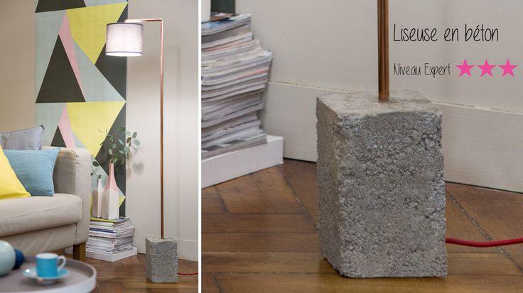 Matériaux bruts pour une liseusequi garde les pieds sur terre et le lecteur dans la lumière.