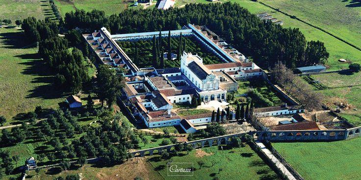O Mosteiro da Cartuxa foi construído em Évora, entre 1587 e 1598, pelo Arcebispo D. Teotónio, da Casa de Bragança, a qual, uma vez reinante, enriqueceu artist