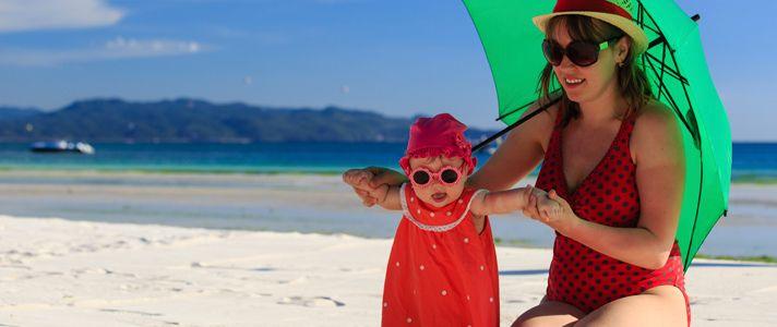 ¿Debe ponerles protector solar a los bebés? La mejor estrategia es mantener a los bebés menores de 6 meses alejados del sol. https://go.usa.gov/xRVZr
