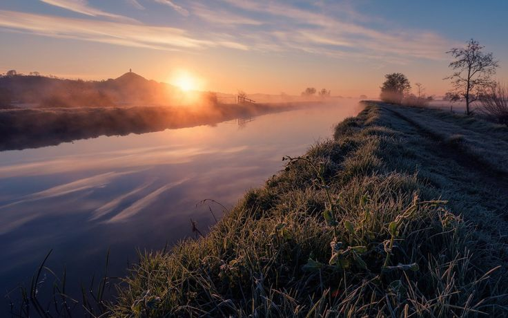 Weather Photographer of the Year 2016 – Misty river dawn, Glastonbury