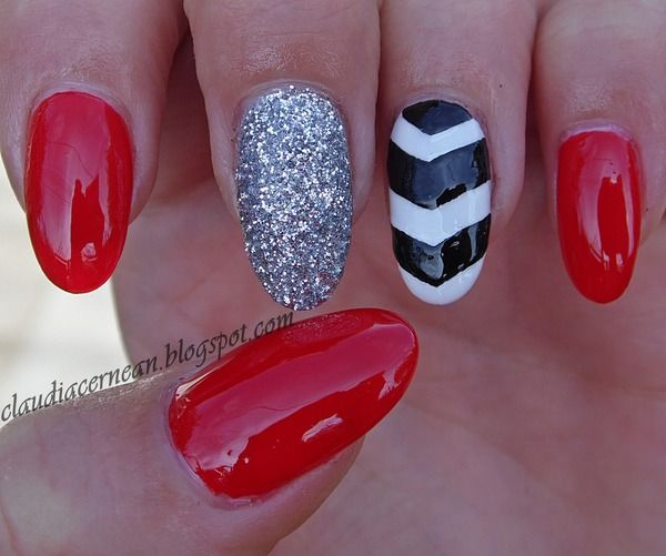 Chevron Nails - http://claudiacernean.blogspot.ro/2013/10/unghii-chevron-chevron-nails.html