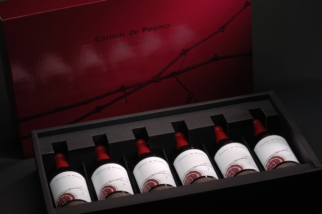 Carmín de Peumo is Chile's first iconic #Carmenere. A #wine that faithfully reflects its origin, the terroir of Peumo, it has been widely praised by world critics. Carmín de Peumo boosts the development of Carmenere at the global level and positions Peumo as the best Chilean location for the production of this French grape variety.