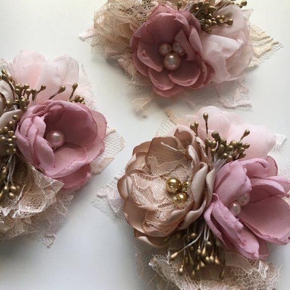 Blasse Staubigen Rosa Und Champagner Stoff Blume Korsagen Etsy Handmade Flowers Fabric Fabric Flowers Diy Fabric Flower Tutorial