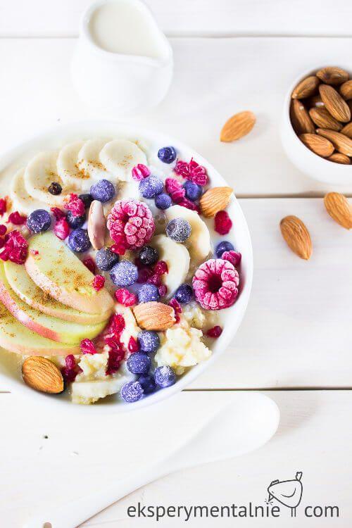 Kasza jaglana na mleku z owocami i migdałami / Milk Millet with Fuits and Almonds