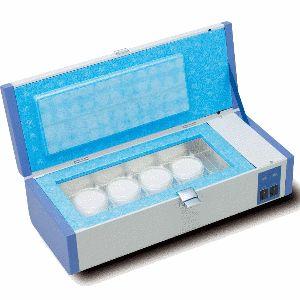 http://www.egenkontroll.nu/Testa-hygien/IncuBox-FC1.html  IncuBox FC1  Kommer att ge en perfekt tillväxtmiljö av dina bakterier; antingen upp till 20 tryckplattor typ Food Stamp eller upp till 16 odlingsplattor Compact Dry. Konstant temperatur med inställning mellan +37ºC och +42ºC.