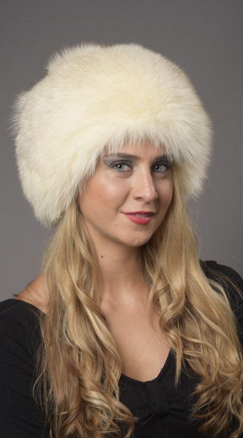 Cappello in volpe della Groenlandia, bianco-crema naturale.  www.amifur.com