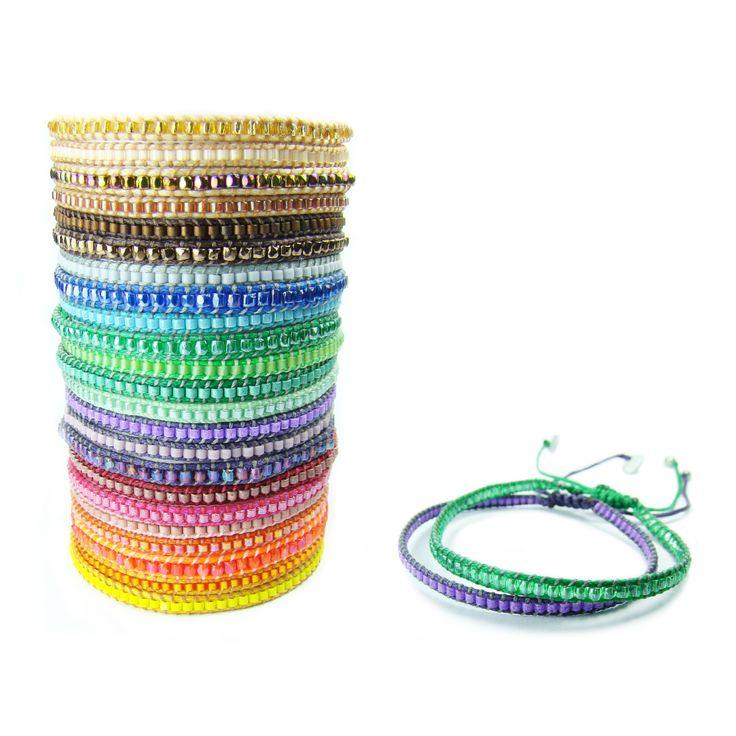 Tenemos una nueva colección de maravillosas pulseras tejidas a mano con cuentas de vidrio y plata. www.blucompany.cl