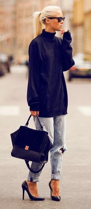 Street Style autumn 2014. Boyfriend jeans. Baggy jumper. Heels. Over sized bag #street