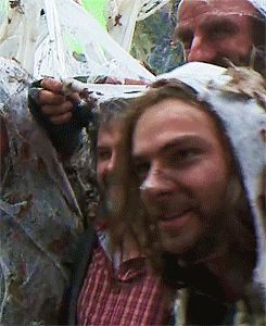 (gif) - DOS EE the fact that it's Richard putting the web over PJ's head makes this 900 times better. #OneLastTime