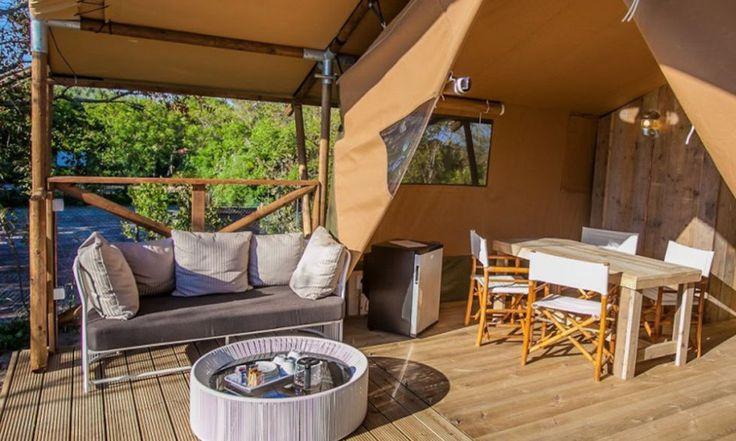 Il Campeggio di Capalbio, in provincia di Grosseto, è strategico se vuoi mixare vita da spiaggia e passeggiate nel verde. Le tende sono a soli 10 metri dal mare: praticamente dormi sul mare e ti addormenti con la ninna nanna delle onde. E hai tutti i comfort di un hotel a 4 stelle.