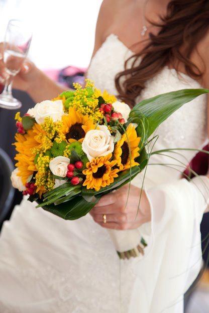Matrimonio Girasoli E Rose Bianche : Oltre fantastiche idee su bouquet da sposa blu