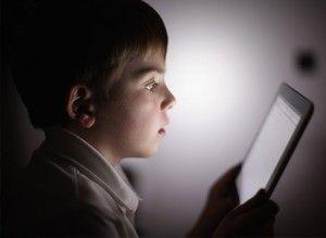 ¡Ojo con las pantallas digitales y la salud visual de los niños!