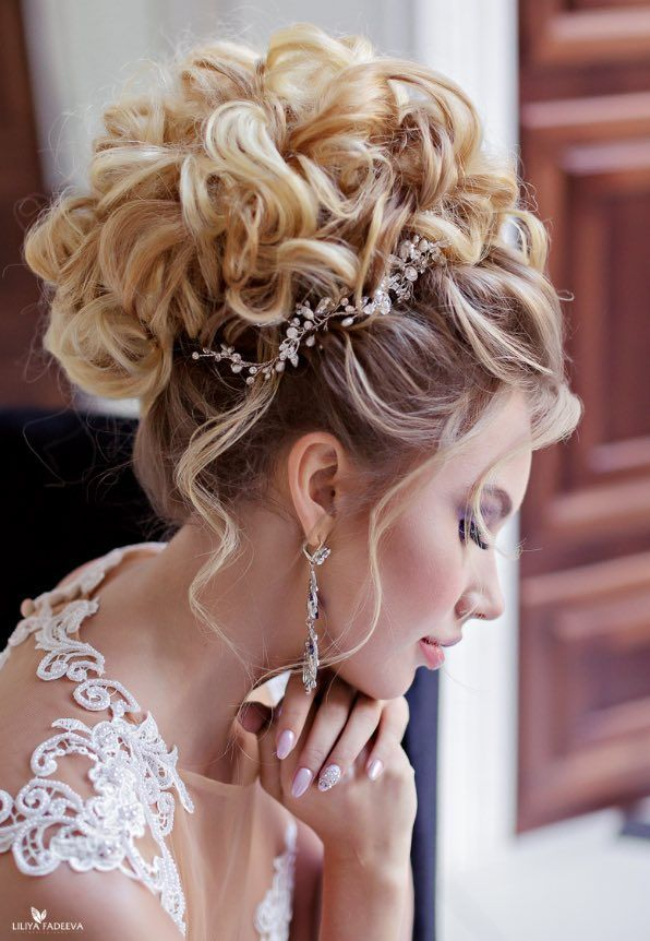 Featured Hairstyle: Anna Komarova Hair&Makeup School; www.websalon.su; Featured Photographer: Liliya Fadeeva; Wedding hairstyle idea.