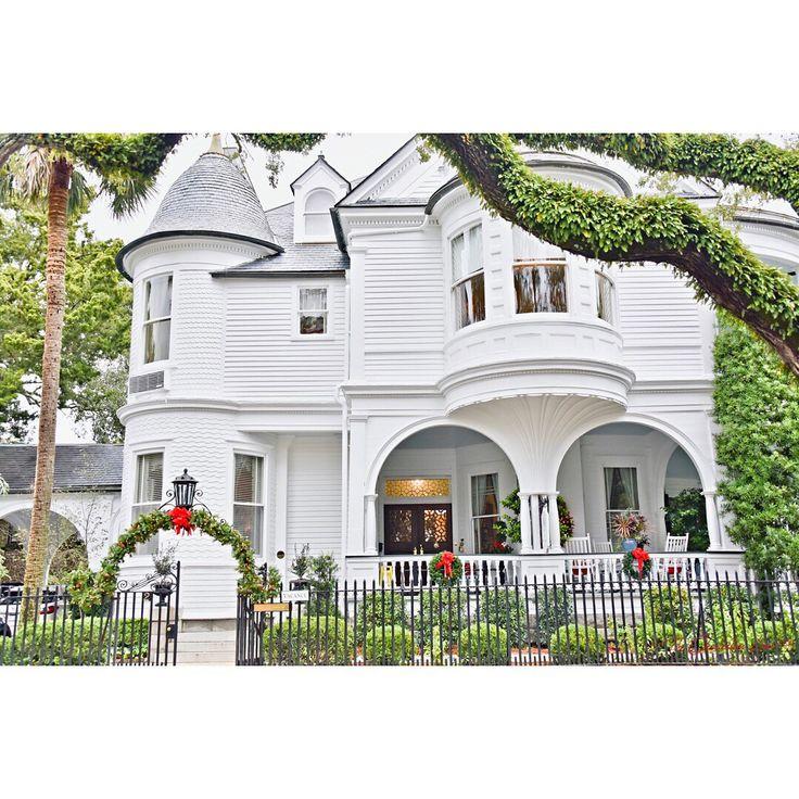 Charleston Sc Homes: Two Meeting Street Inn Dressed For Christmas