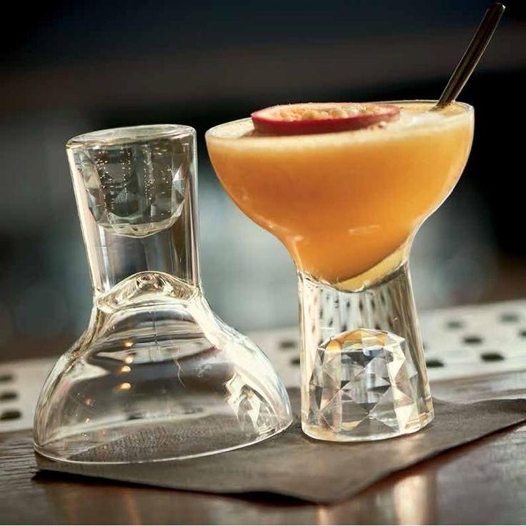 Γυάλινα ποτήρια shorty margarita. Πλέντονται στο πλυντήριο πιάτων. Διαστάσεις:8.8x14 . Χωρητικότητα: 350m.
