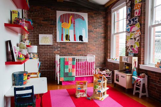 Now that is a bright and happy kids room! Love a lot going on here but I really dig that print above the bed. Via apartmenttherapy.com
