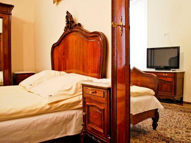 Antyczne wnętrze apartamentu Szlacheckiego II przy ul. Starowiślnej 43. Zobacz pełną galerię i panoramę: http://apartamenty-florian.pl