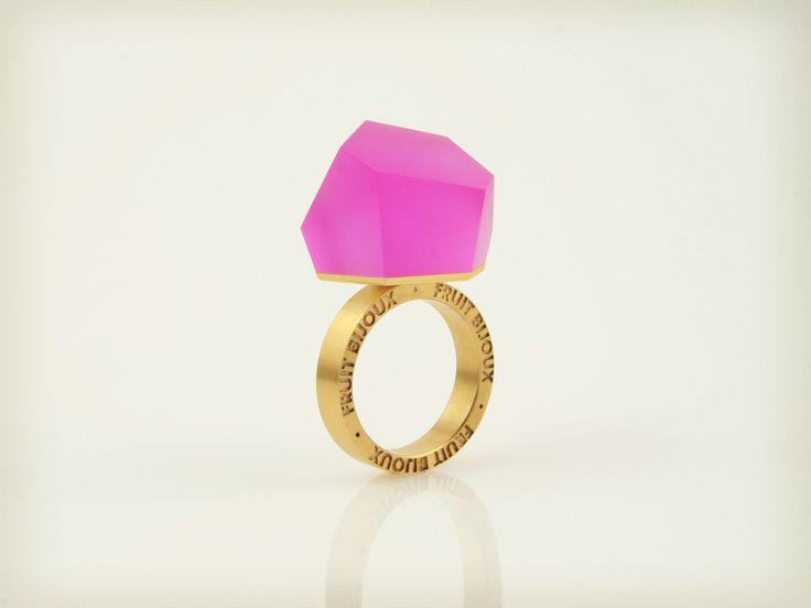 Vu - fluorescent pink, gold ring -=PYO=