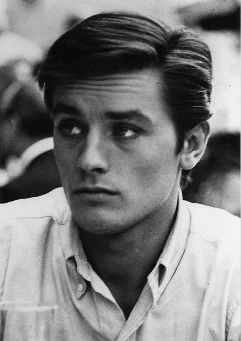 Alain Delon, né le 8 novembre 1935 à Sceaux, est un acteur et homme daffaires français ; il a également la nationalité suisse depuis 1999. Il a aussi été producteur et a réalisé deux films. Wikipédia Naissance : 8 novembre 1935 (79 ans), Sceaux Taille : 1,77 m Épouse : Nathalie Delon (m. 1964–1969) Enfants : Anthony Delon, Anouchka Delon, plus… Parents : Fabien Delon, Édith Arnold