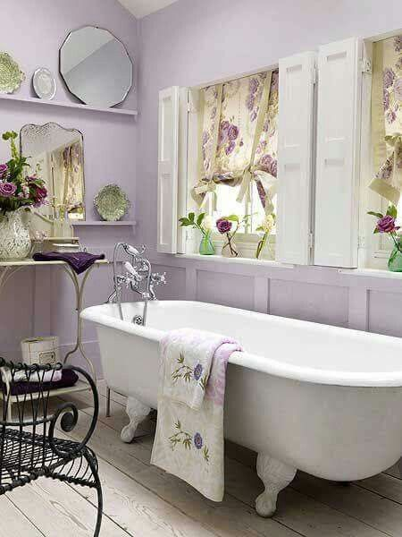 Love a shabby chic lavender bath!